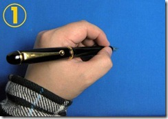 左からペン先を押す持ち方