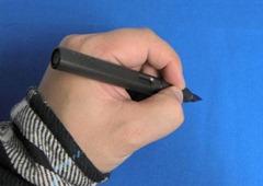 サファリ 左利き 持ち方 押して書く 写真